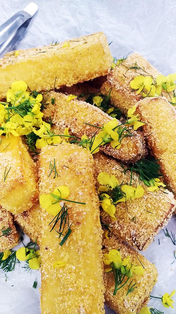 friteret polenta med senneps blomster